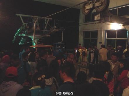 河南云台山缆车停运 数百游客深夜滞留摸黑爬山脱困