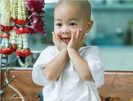 泰国两岁半小和尚Nongkorn打坐犯困萌翻网友【视频】