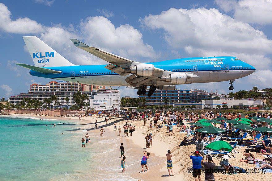 超级刺激的体验!体验波音747飞机贴着头皮飞过的感觉