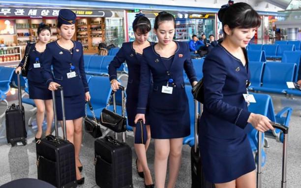 朝鲜空姐着新版制服亮身机场