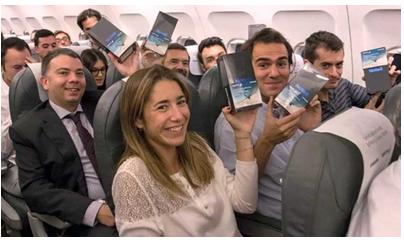 """三星为洗""""炸机""""之名 送飞机上200人Note 8手机"""