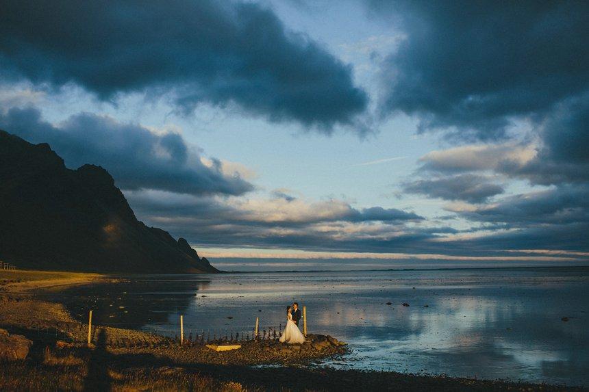 还在影楼拍千篇一律的结婚照?来看一组唯美艺术的冰岛婚纱照吧!