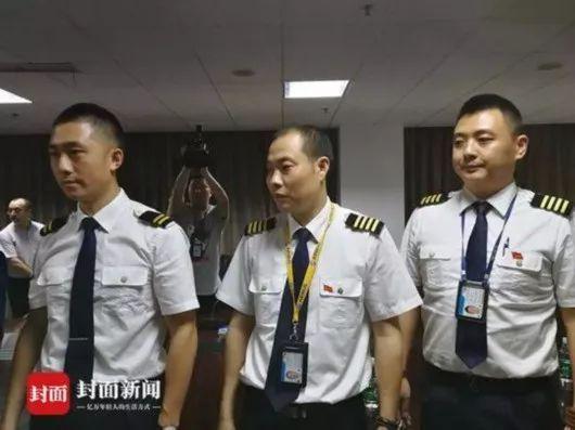 机长应该嘉奖,川航必须重罚!